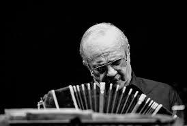 Astor Piazzolla surpreendia os músicos trocando partituras minutos antes das apresentações - Foto: Reprodução