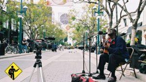 Roger Ridley duarnte as gravações do documentário. O músco de rua da Califórnia morreu antes da conclusão do filme - Foto: PFC/Divulgação