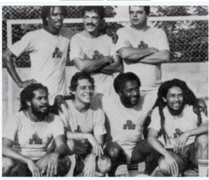 Bob Marley em evento da gravadora no campo de Chico Buarque, com Toquinho e Paulo Cesar Caju