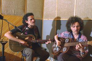Zé Ramalho e Robertinho do Recife durante as gravações da antologia acústica - Foto: Gabriel Paiva