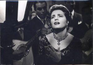 Amália atuou em espetáculos de revistas e operetas antes de firmar-se em carreira solo - Foto: Reprodução