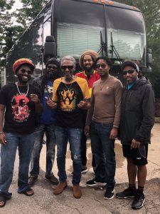 A nova formação do The Wailers reúne filgos e parentes dos músícos da banda original - Fotos: Divulgação