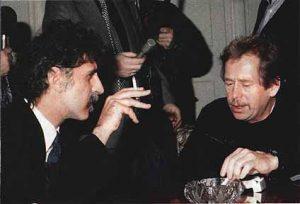 Frank Zappa e Vaclav Havel, em 1990 - Foto: Reprodução