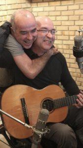 Herbert e o produtor Chico Neves durante as gravações de 'HV Sessions Vol. 1' - Foto: Gustavo Stephan/Divulgação