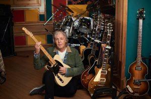 Entre as diversas guitarras de seu acervo pessoal, Paulo elegeu a Fender Telecaster - Foto: Divulgação
