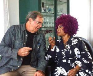 Tárik entrevista Elza Soares para o documentário 'Sambalanço' - Foto: Divulgação