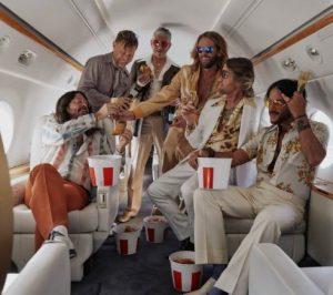 Os integrantes do Foo Figthers assumindo o alter ego Dee Gees - Fotos: Magadalena Wosinska